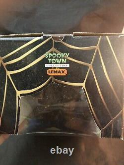 2004 Lemax Spooky Town Porcelain Lighted House Excellent