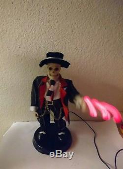 Gemmy swinging Skelly- Animated Halloween Skeleton 17 1/4 WORKS/ SEE VIDEO