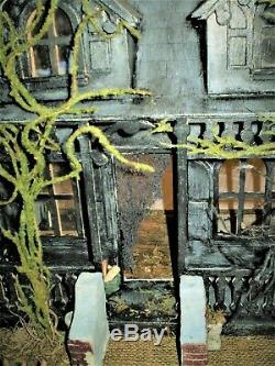 HAUNTED ABANDONED DOLLHOUSE withZombie Undead Dolls 16x15x10 OOAK Oddities