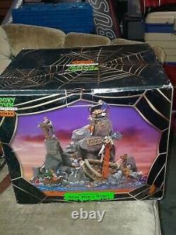 LEMAX Halloween Village SPOOKY TOWN Table Accent DEAD MAN'S POINT Pirates NEW