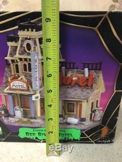 Lemax Spooky Town 75491 Red River Motel Lighted Building Skeleton 2007 NEW
