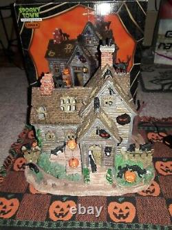 Lemax Spooky Town Vicki's Cattery Black Cat Haunted House Halloween Village