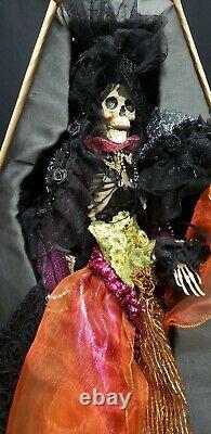 Morgue Sale Mark Robert's 16 Mistriss Dark Ghoulie MINT Retired 2015 in Casket