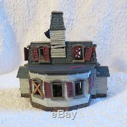 RETIRED Hallmark Halloween Mansion On Ravenwood Lane W 7 Ornaments Sound & Light