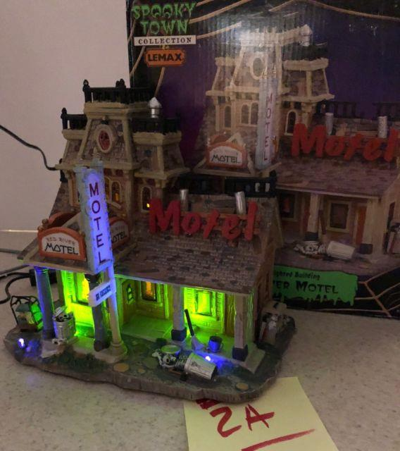 Rare Lemax Spooky Town 75491 Red River Motel Lighted Building Skeleton 2007